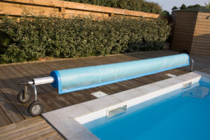 Swimming pool cover detail for protection and heat the water
